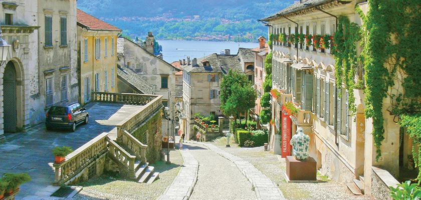 The ancient cobbled path 'Salita della Motta' leads down to the lake.jpg